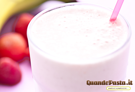 frappè fragole banana smoothie frullato