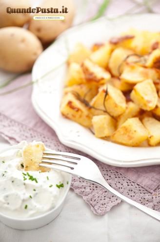 Patate al forno con salsa all'erba cipollina