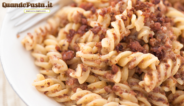 fusilli panna e salsiccia