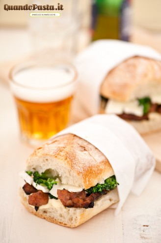 panino salsiccia broccoletti brie 328x494 Sausage, broccoli and brie sandwich