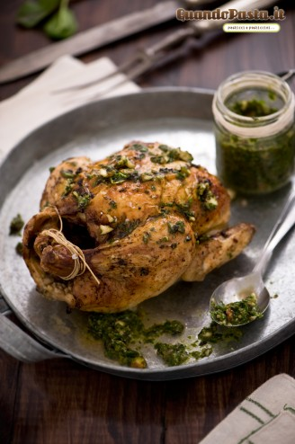 Pollo arrosto con pesto di mandorle