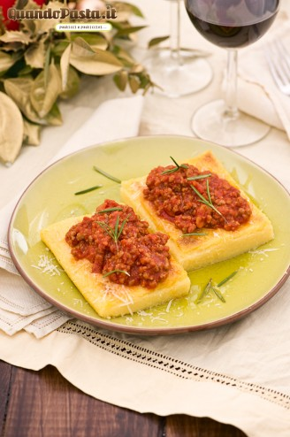 polenta grigliata con sugo