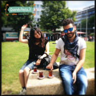 Sara e Mauro gustano il loro tè turco a Wittenbergplatz!